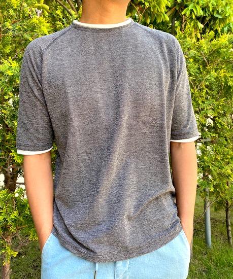 一枚で着て、雰囲気良く見えるシンプルTシャツ